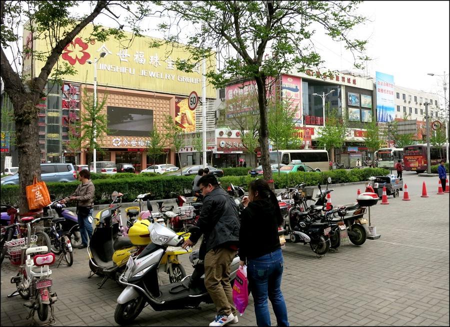 a_street1.jpg