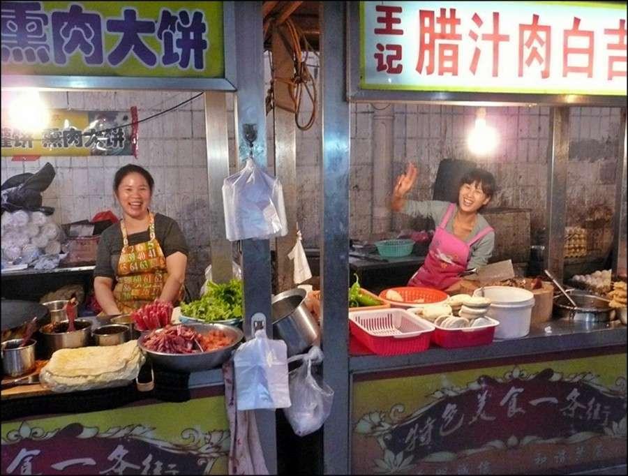 shijiazhuang_backstreet_market_dusk_fun.jpg