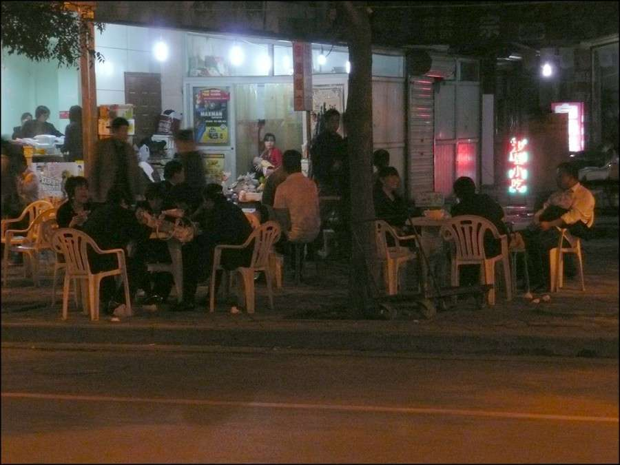 shijiazhuang_sidewalk_eatery_night.jpg